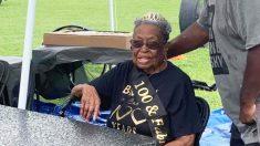 Mujer de Carolina del Norte celebra su cumpleaños 100 con una fiesta con distanciamiento social