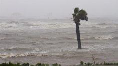 Meteorólogos vigilan dos ondas en el Atlántico, una acercándose ya al Caribe