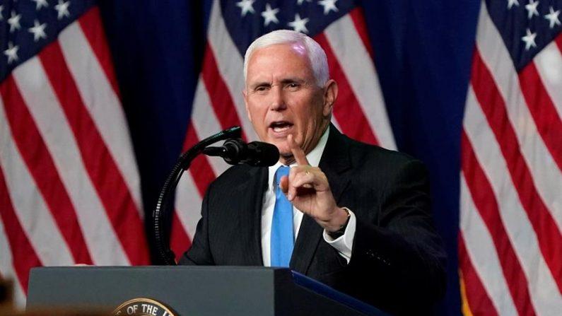 El vicepresidente de los Estados Unidos Mike Pence habla durante el primer día de la Convención Nacional Republicana (RNC) en Charlotte, NC, EE.UU., el 24 de agosto de 2020. EFE/EPA/Chris Carlson / POOL
