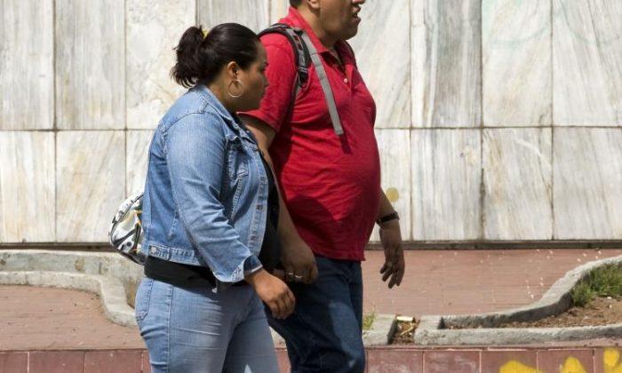 La extensa cantidad de obesidad en EE. UU. significa que los estadounidenses son más propensos a tener una reacción severa a la COVID-19 y son menos propensos a desarrollar una fuerte inmunidad a través de una vacuna. (Alfredo Estrella/AFP/Getty Images)