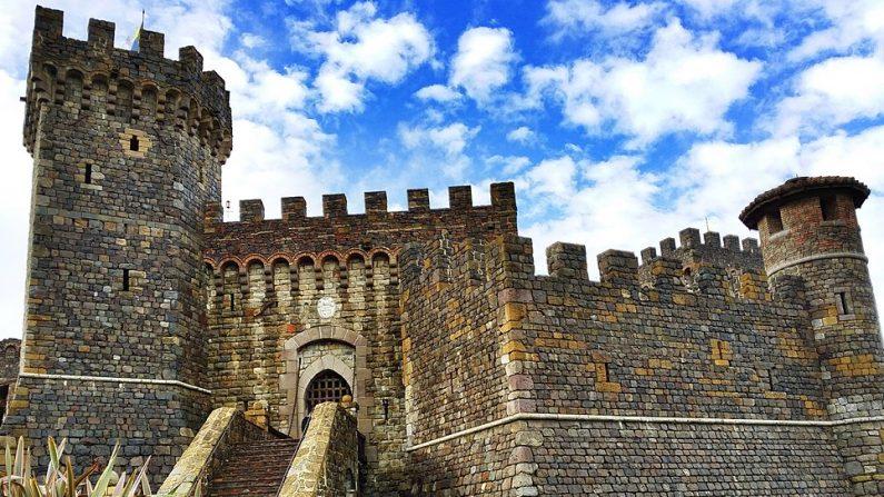 Castello di Amorosa en Calistoga, California, Estados Unidos (Wikimedia Commons /Photowikiuser816/ Con licencia (CC BY-SA 4.0)