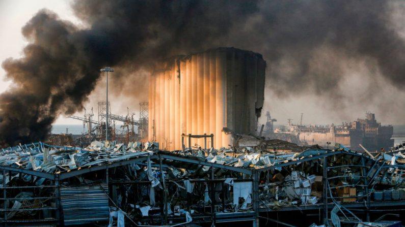 Una imagen muestra un silo destruido en la escena de una explosión en el puerto de la capital libanesa, Beirut, el 4 de agosto de 2020. (MARWAN TAHTAH/AFP vía Getty Images)