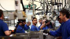 La economía de EE.UU. añade 1.8 millones de puestos de trabajo y el desempleo baja al 10.2%