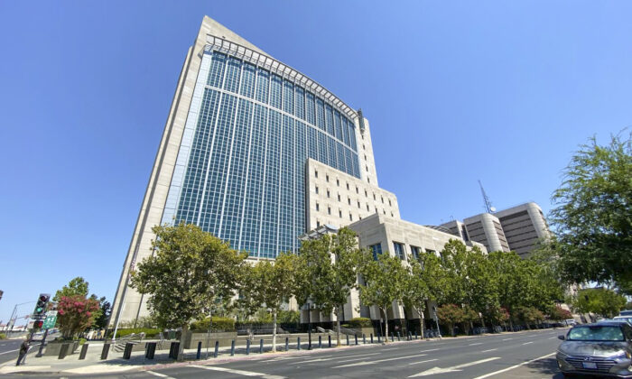 El Tribunal y la Cárcel del Condado de Sacramento en Sacramento, California, el 10 de agosto de 2020, donde se encuentra detenida la fugitiva china, Juan Tang. (Nancy Han/NTD)