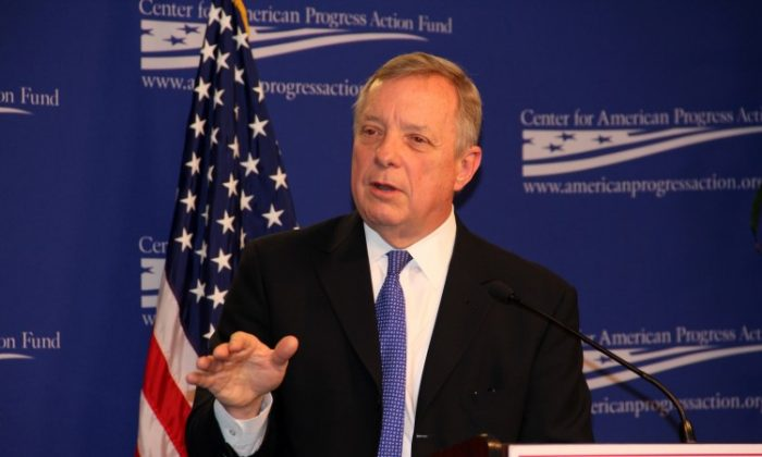 El senador Dick Durbin (D-Ill.) habla en el Center for American Progress. (Shar Adams/Archivo/The Epoch Times)