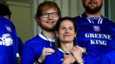 Ed Sheeran y su esposa Cherry Seaborn de 'Over the Moon', están esperando su primer bebé