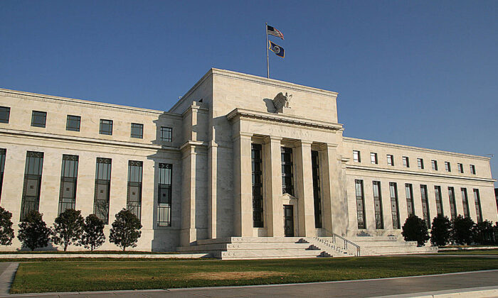 La Fed eleva sus previsiones para EE.UU. al 7 % y deja sin cambios los tipos