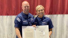 Mujer guardacostas recibe medalla de plata por salvar a dos hombres que se ahogaban en Long Island