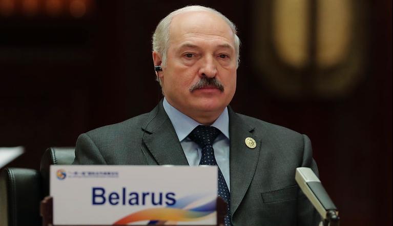 El líder de Bielorrusia, Alexandr Lukashenko, asiste a la Mesa Redonda de la Primera Fase de la Cumbre del Foro de La Franja y la Ruta en el Centro Internacional de Conferencias del Lago Yanqi el 15 de mayo de 2017 en Beijing, China. (Foto de Lintao Zhang/Pool/Getty Images)