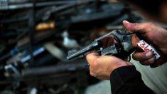 Arrestan en Florida a dos venezolanos con arsenal y efectivo en un avión