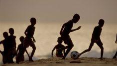 Un rayo mata a nueve niños mientras jugaban al fútbol en Uganda