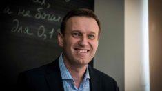Opositor ruso Navalni se muestra a través de las redes sociales y dice estar mejor
