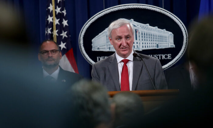 El fiscal general adjunto Jeffrey Rosen durante una conferencia de prensa en el Departamento de Justicia el 19 de julio de 2019 en Washington. (Win McNamee/Getty Images)