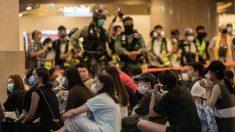 Legisladores de Reino Unido piden sancionar a policía y ejecutivo de Hong Kong por abusos de DDHH