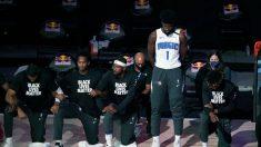 """Jonathan Isaac de NBA se pone de pie en el Himno Nacional, dice con fe """"recibamos la gracia de Dios"""""""