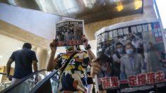 Hongkoneses desafían la represión luego del último ataque a la libertad de expresión