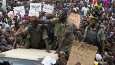 Manifestación afín al derrocado presidente de Mali pide su restablecimiento