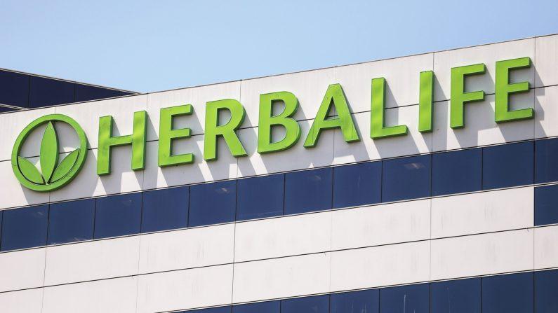 Un logotipo de Herbalife se muestra en una oficina de Herbalife el 28 de agosto de 2020 en Torrance, California. (Mario Tama/Getty Images)