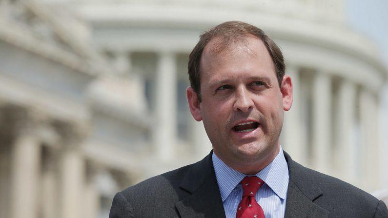 El representante Andy Barr (R-Ky.) durante una conferencia de prensa en Washington el 20 de mayo de 2014. (Chip Somodevilla/Getty Images)