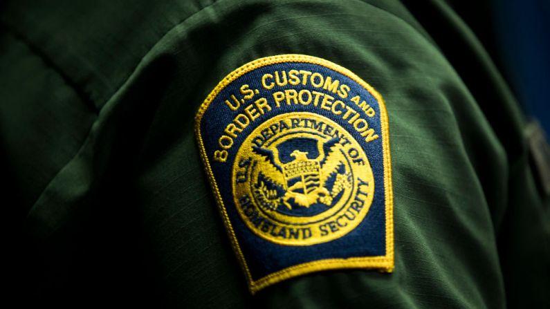Una insignia de la Oficina de Aduanas y Protección Fronteriza de EE. UU. (Drew Angerer/Getty Images)