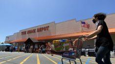 Estadounidenses que arreglan sus hogares durante la pandemia hacen disparar ventas de Home Depot