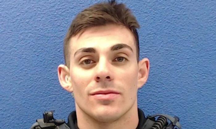 El exoficial de policía de Las Cruces, Nuevo México, Christopher Smelser, está acusado de asesinato en segundo grado. (Departamento de Policía de La Cruses)