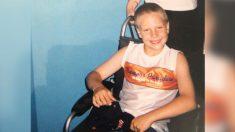 Hombre que estuvo en silla de ruedas desafía las bajas probabilidades de ser un instructor fitness