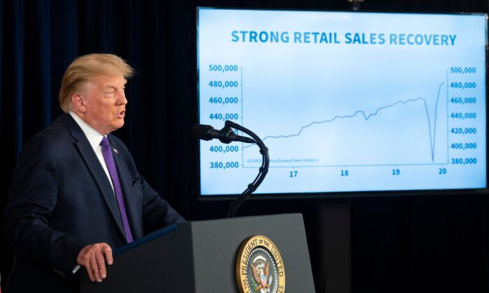El presidente de Estados Unidos, Donald Trump, habla durante una conferencia de prensa en Bedminster, Nueva Jersey, el 15 de agosto de 2020. (JIM WATSON/AFP a través de Getty Images).