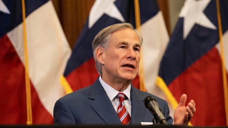 El gobernador de Texas Greg Abbott habla en una conferencia de prensa en el Capitolio del Estado de Texas en Austin el 18 de mayo de 2020. (Lynda M. Gonzalez-Pool/Getty Images)