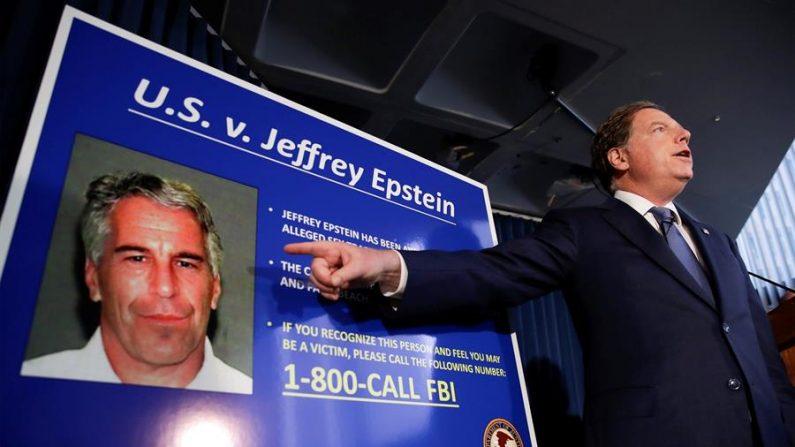 Imagen del fiscal federal de los Estados Unidos para el Distrito Sur de Nueva York, Geoffrey Berman, habla durante una conferencia de prensa sobre el arresto del financiero estadounidense Jeffrey Epstein en Nueva York (EE. UU.). EFE/JASON SZENES /Archivo