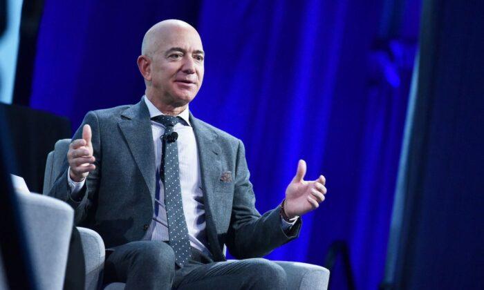 Jeff Bezos habla en el Centro de Convenciones Walter E. Washington en Washington, el 22 de octubre de 2019. (Mandel Ngan/AFP vía Getty Images)
