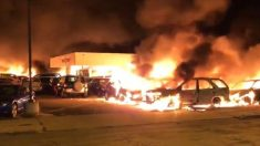 Reina el caos en urbe de Wisconsin mientras alborotadores queman edificios y atacan a la policía