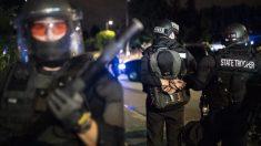 Gobernadora de Oregon envía policía estatal de regreso a Portland intentando sofocar los disturbios