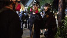 Arrestan 29 personas durante los disturbios en Portland, 2 con armas cargadas