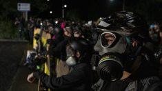 Alborotadores en Portland entran al edificio del sindicato de policía e intentan inundarlo