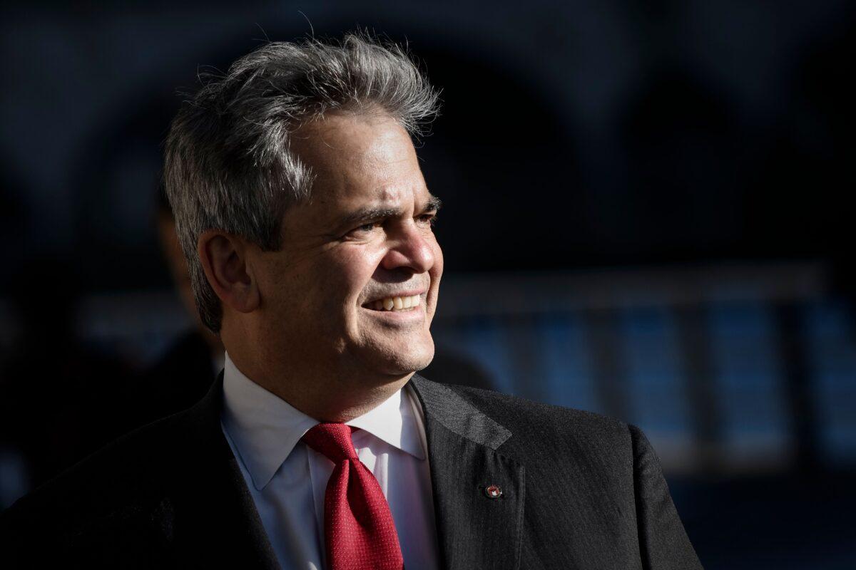 """""""Quédense en casa"""", dice alcalde de Texas desde un complejo turístico en México"""