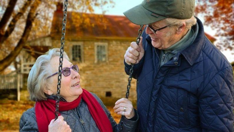 Mantener una perspectiva positiva y mantenerse físicamente activo son dos medidas que podrían retrasar o prevenir la aparición del Alzheimer, sugiere un nuevo estudio. (Pixabay/ Huskyherz)