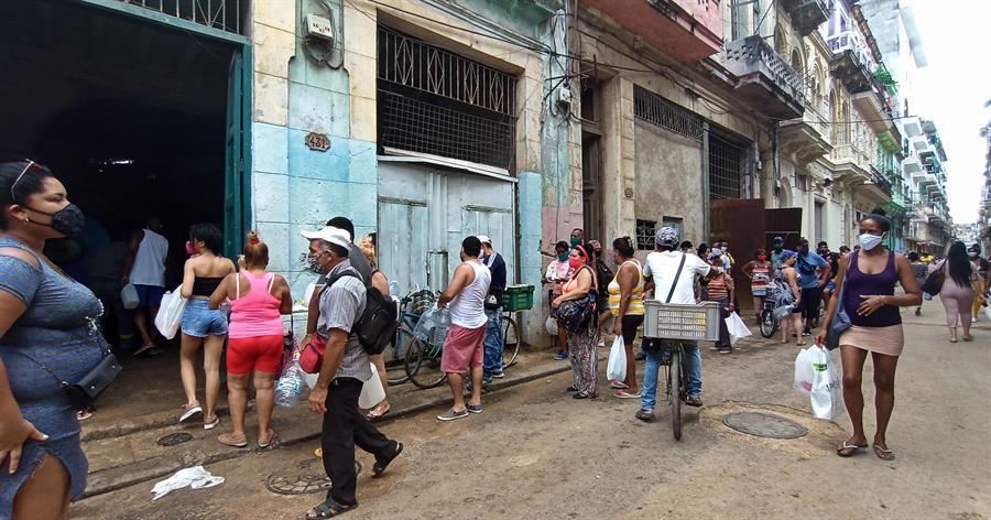 Opositores cubanos denuncian decadencia sanitaria y pobreza en la isla