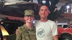 Joven de 17 años completa entrenamiento de combate para convertirse en médico del Ejército como su padre