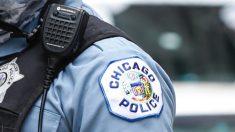 """Despiden mesero de restaurante de Chicago por escribir: """"Deje su trabajo"""", en recibo de pizza de policía"""
