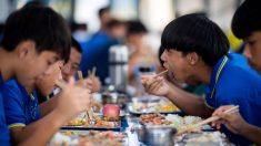 Sentencian a muerte a maestra en China por envenenar a 25 niños con nitrito en su papilla