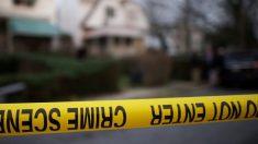 Se busca a un hombre por el asesinato de su novia embarazada mientras su hijo dormía
