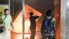 Acusan a 300 personas de crímenes relacionados a las protestas iniciadas en mayo, anuncia el DOJ