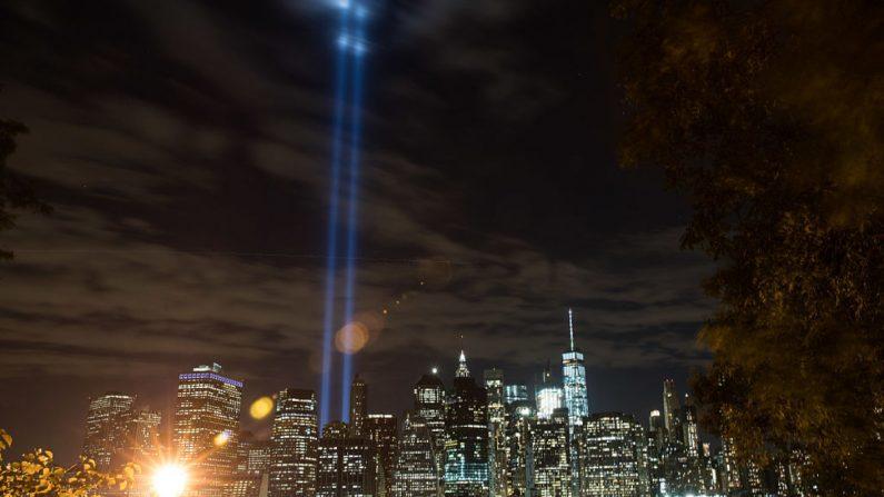 """""""Tributo de Luz"""" se eleva desde el horizonte del Bajo Manhattan (Drew Angerer/Getty Images)"""