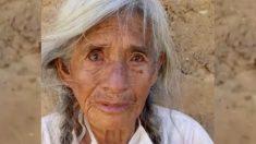 Abuelita de 89 años que trabaja para mantener a 2 nietos se emociona al recibir ayuda de joven peruano