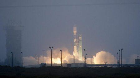 Aplazan lanzamiento de cohete con satélite espía desde Florida