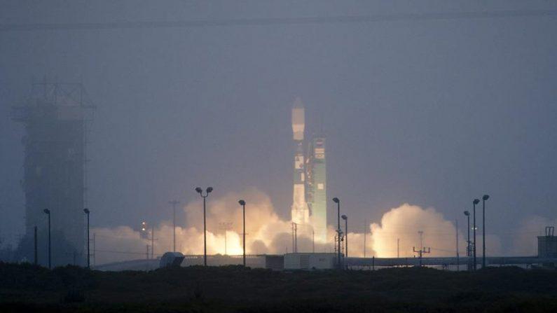 """El lanzamiento de un cohete Delta IV Heavy de United Lauch Alliance (ULA) con un satélite espía estadounidense fue aplazado """"hasta no antes"""" del lunes 28 de septiembre de 2020. EFE/NASA//Bill Ingalls"""