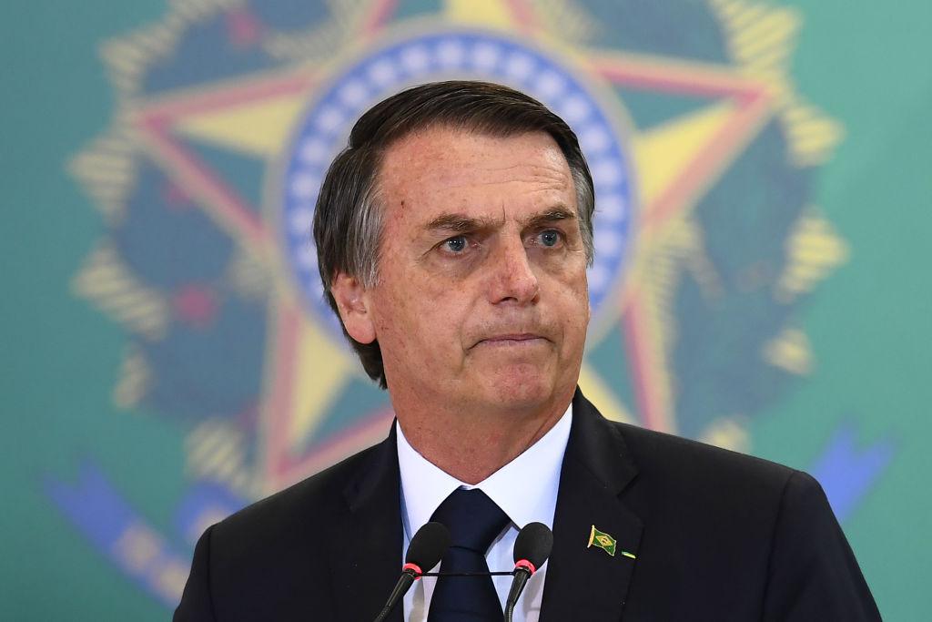 """Bolsonaro dice que las Fuerzas Armadas deciden """"democracia o dictadura"""""""