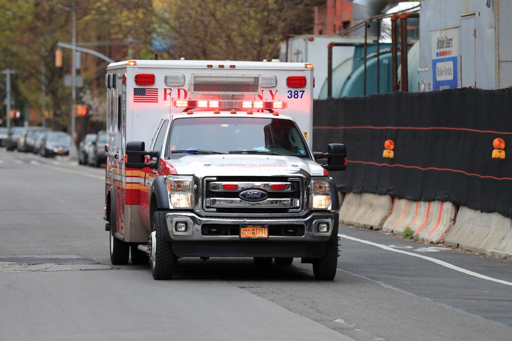 """Asociación de ambulancias advierte de """"escasez de personal"""" que podría socavar servicios esenciales"""