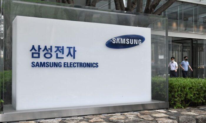 Logo de Samsung Electronics en el edificio Seocho de la compañía en Seúl, Corea del Sur, el 30 de julio de 2020. (Jung Yeon-je/AFP vía Getty Images)